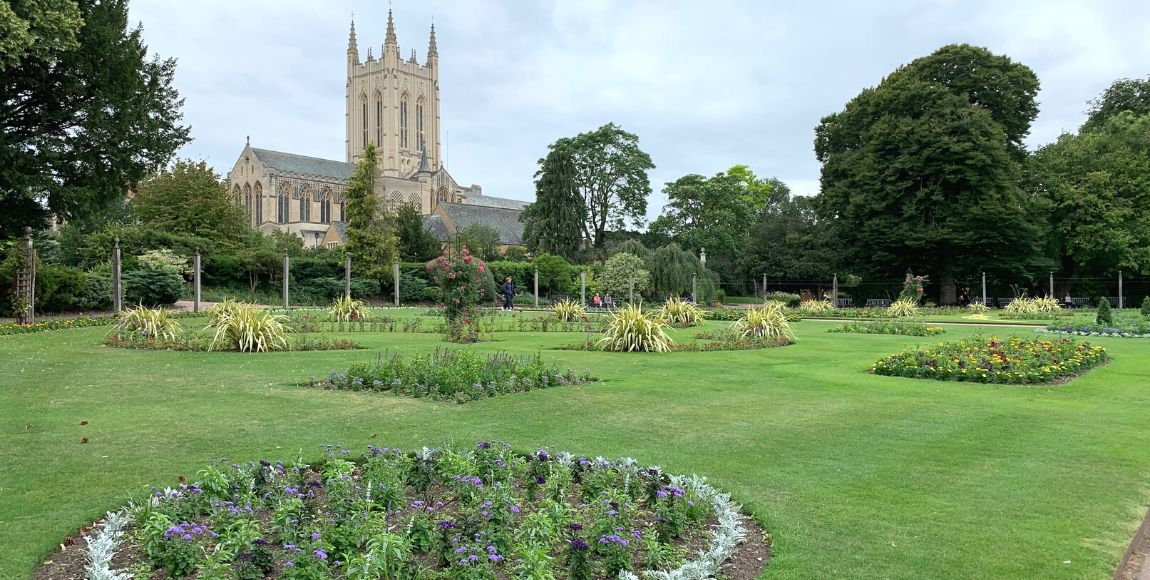 a day out in Bury St Edmunds - abbey gardens